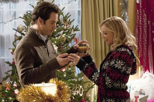 "12 DATES OF CHRISTMAS - ABC Family delivers the gift of holiday cheer with the world premiere of the original movie, ""12 Dates of Christmas,"" starring Amy Smart (""Just Friends,"" ""The Butterfly Effect"") and Mark-Paul Gosselaar (""Franklin & Bash,"" ""NYPD Blue""). The romantic comedy follows a young woman who re-lives the same first date on Christmas Eve over and over again. Will she be able to put her past behind and finally get the romantic Christmas she longs for or will she ruin her chances of love for good? ""12 Dates of Christmas"" is set to make its world premiere on Sunday, December 11 (8:00-10:00 PM ET/PT), during ABC Family's 12th annual ""25 Days of Christmas"" programming event, which will feature over 200 hours of holiday-themed entertainment for the whole family from December 1- 25. (ABC FAMILY/CHRISTOS KALOHORIDIS) MARK-PAUL GOSSELAAR, AMY SMART"